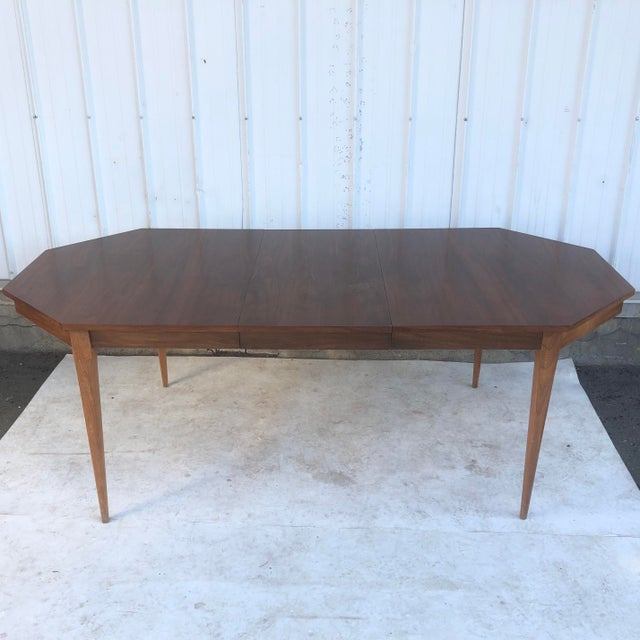 Mid-Century Modern Dining Room Table With Leaf For Sale In New York - Image 6 of 13