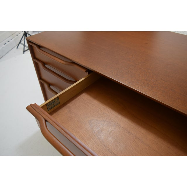 Honduran Mahogany Vanity by Hickory Manufacturing For Sale - Image 6 of 13