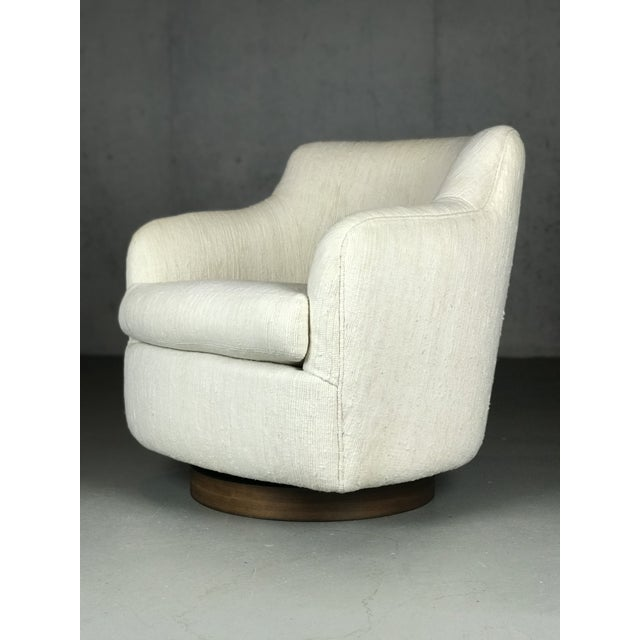 Lovely pair of lounge chairs designed by Milo Baughman for Thayer Coggin. Original nubby cream upholstery is in nice...