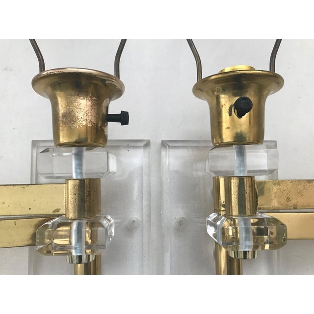 Mid-Century Modern Walter Von Nessen Karl Springer Style Lucite Acrylic Brass Wall Sconces - a Pair For Sale - Image 3 of 10