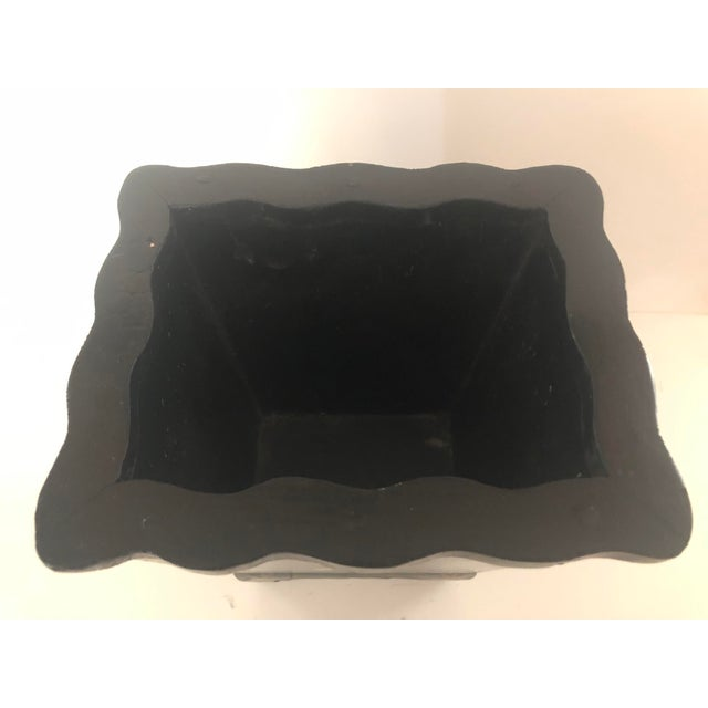 Mid 20th Century Black Lacquer Cachepot With Chinoiserie Detail For Sale - Image 4 of 5