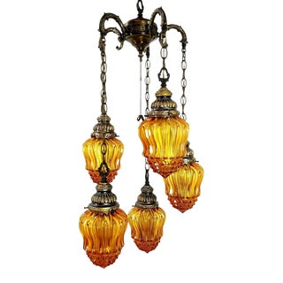 1960s Mid-Century Modern Hollywood Regency Amber Swag 5 Crackle Globe Brass Hanging Lamp For Sale