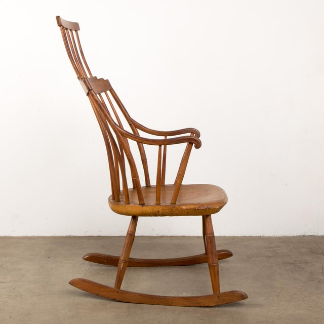 American Mid 19th Century Antique American Comb-Back Windsor Rocker For Sale - Image 3 of 12