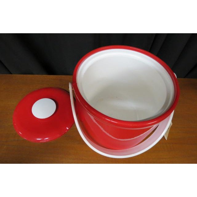Georges Briard Vintage 1970s Georges Briard Mid-Century Modern Red Plastic Ice Bucket For Sale - Image 4 of 7