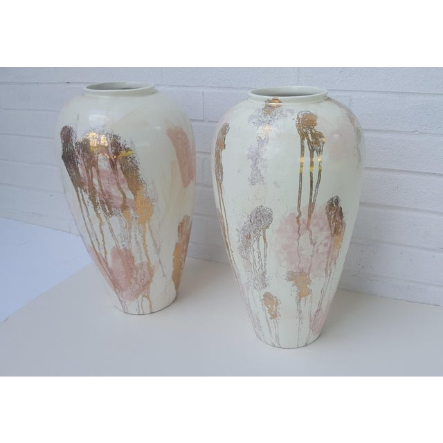 A Pair- Mid Century Vanguard Studios Pottery Abstract Liquid Gold and Pastel Pink Abstract Splatter Vases For Sale - Image 11 of 13