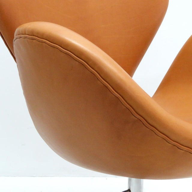 Arne Jacobsen Model 3320 Brown Leather Swan Chair For Sale - Image 9 of 13