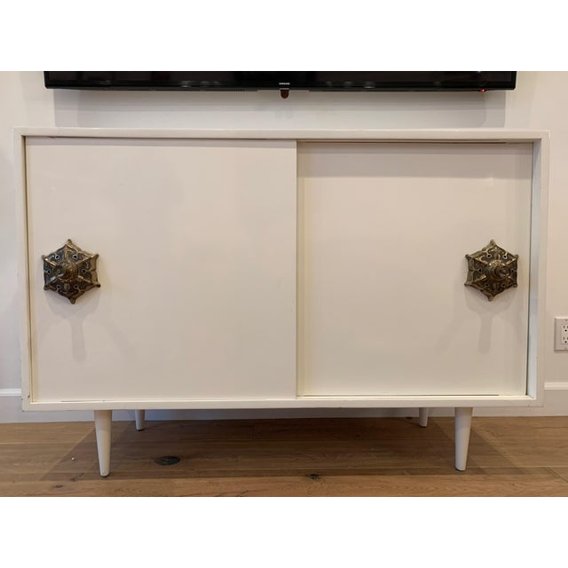 1950s Mid Century Modern Credenza With Detailed Pulls For Sale In Los Angeles - Image 6 of 6