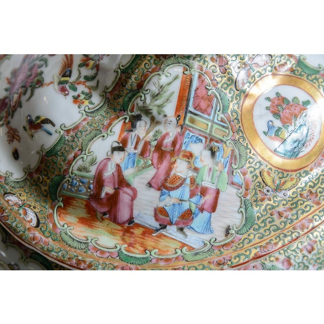Rose Medallion Soup Tureen For Sale In West Palm - Image 6 of 8