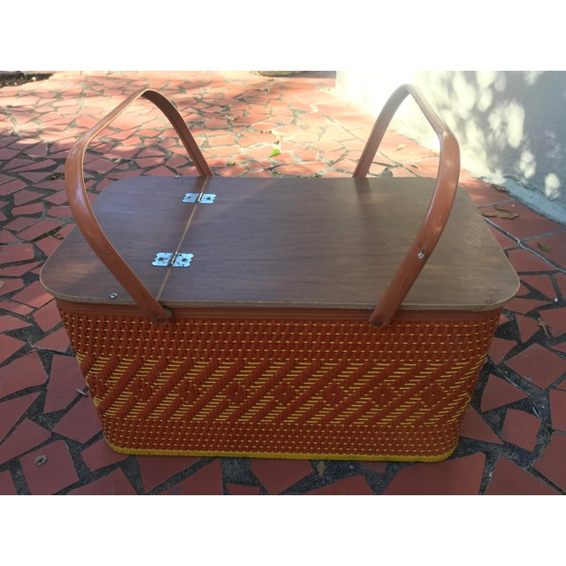 Vintage Mid Century Woven Picnic Basket For Sale In Atlanta - Image 6 of 6