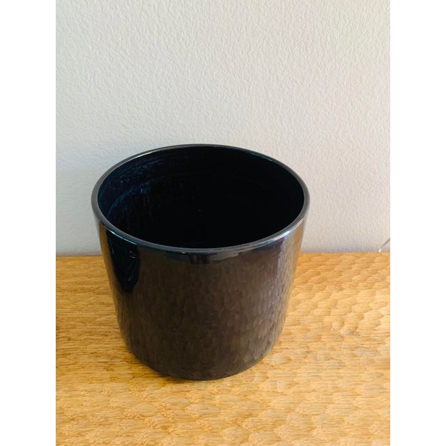 Gainey Pottery Mid-Century Modern Black Gainey Ceramics Planter Pot Plus Draining Platter Saucer For Sale - Image 4 of 10