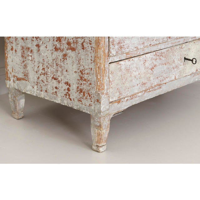 18th Century Swedish Gustavian Period Commode in Original Paint For Sale - Image 4 of 11