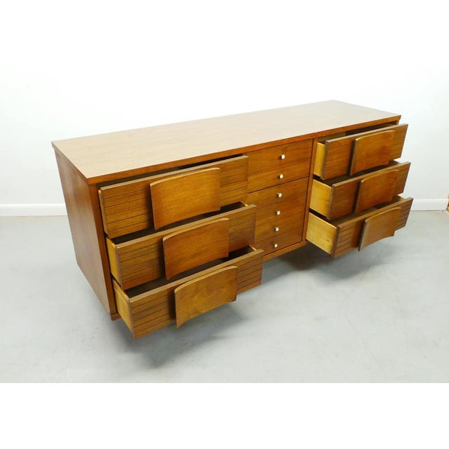 "1960s Mid Century Modern Johnson Carper ""Fashion Trend"" Winged Face Walnut 9 Drawer Triple Dresser For Sale - Image 5 of 8"