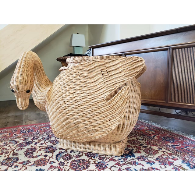 Vintage 1960's woven wicker swan, garden stool/side table in excellent original condition. Rigid wood frame and solid...
