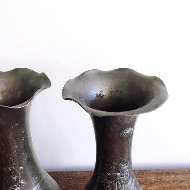 """Antique Kayserzinn Art Nouveau Pewter Vases """"4077"""" - a Pair For Sale - Image 4 of 8"""