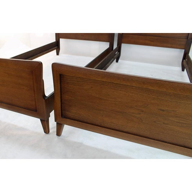 Early 20th Century Pair of Heritage Henredon Twin Beds For Sale - Image 5 of 8