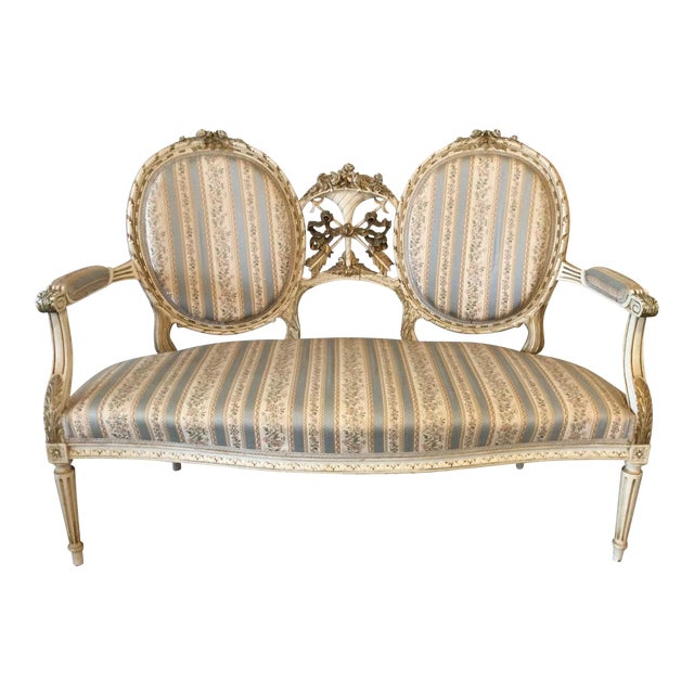 Early 19th Century Louis XVI Giltwood Silk Upholstered Settee - Impeccable Condition For Sale