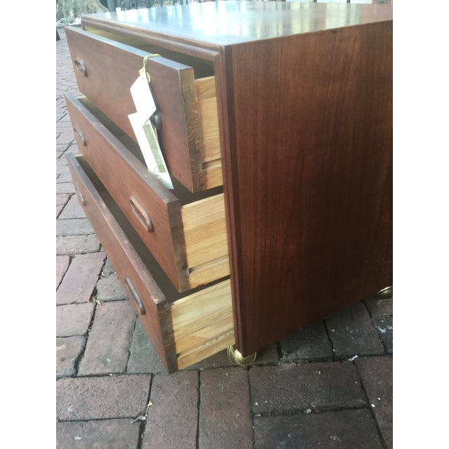 1960s Vintage Jack Cartwright for Founders Walnut Bachelor's Chest For Sale In Philadelphia - Image 6 of 8