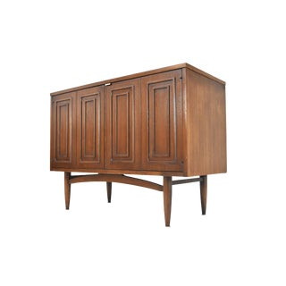 Mid-Century Credenza by Broyhill Sculptra For Sale