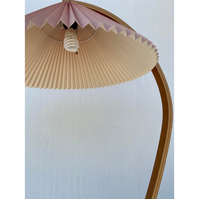 1970s Caprani Two-Toned Teak Bentwood Floor Lamp with Blush Pink Pleated Shade For Sale - Image 9 of 11