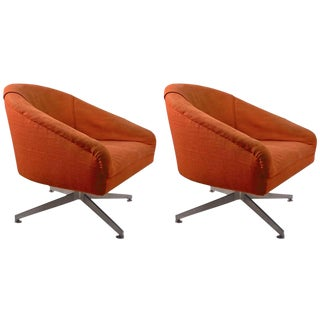 Pair of Swivel Chairs Designed by Ward Bennet for Lehigh Leopold For Sale