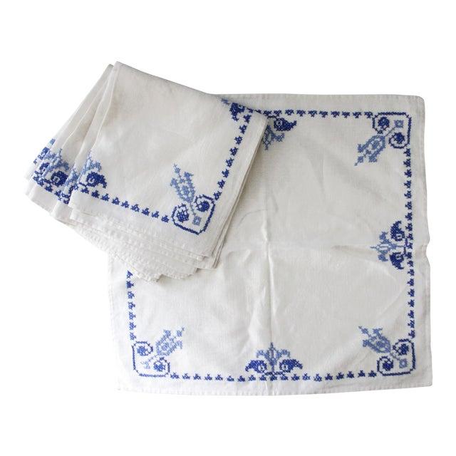 Set of 6 Vintage Linen Napkins Blue White Embroidered For Sale