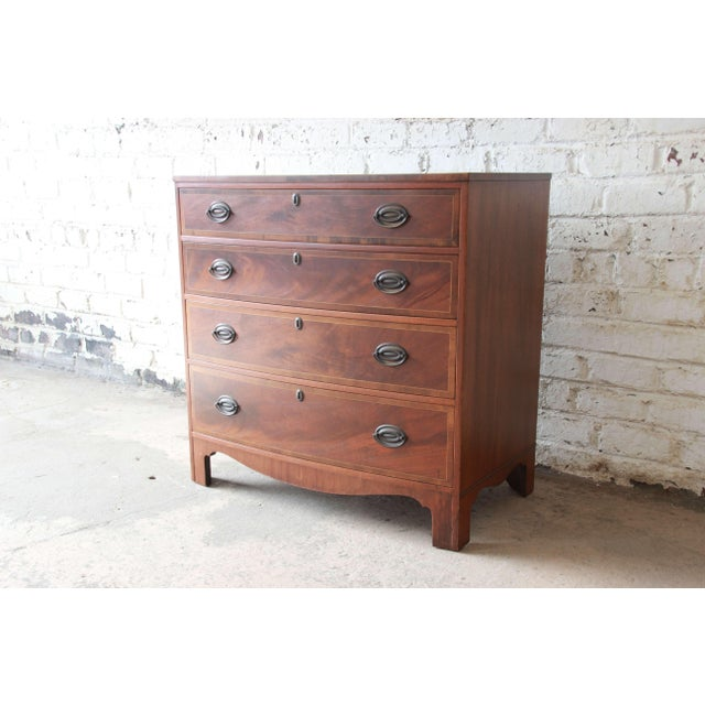 Georgian Baker Furniture Four-Drawer Mahogany Bachelor Chest For Sale - Image 3 of 11