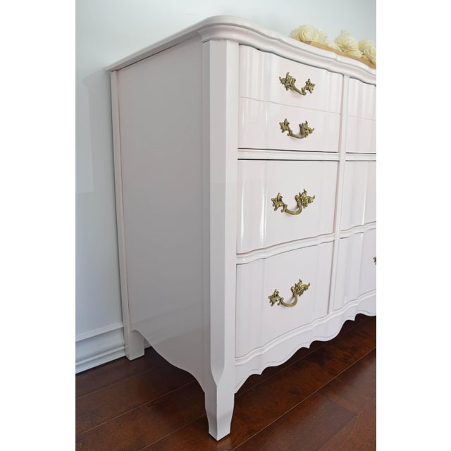 1990s French Provincial Huntley Glossy Pink Lacquer Dresser For Sale - Image 5 of 13