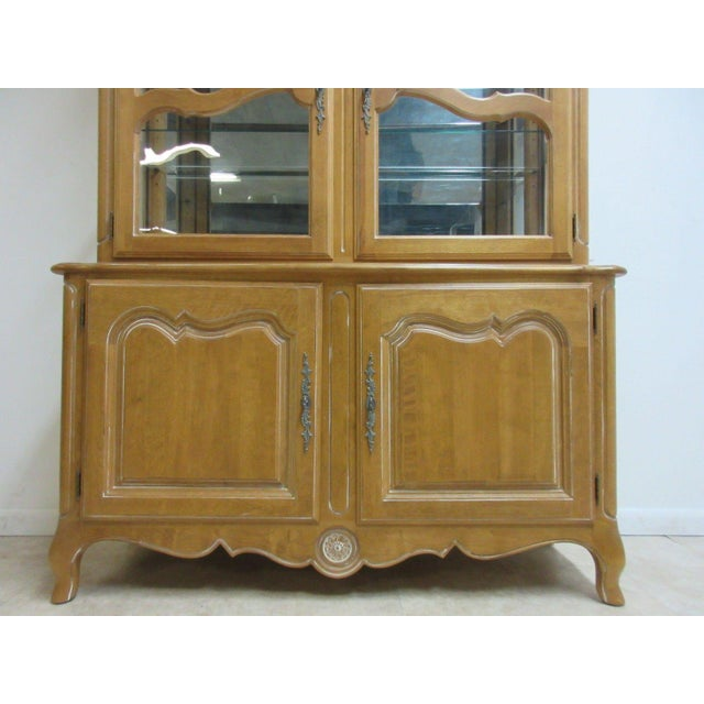 Ethan Allen Ethan Allen Country French Bisque China Cabinet Hutch Curio Display For Sale - Image 4 of 11