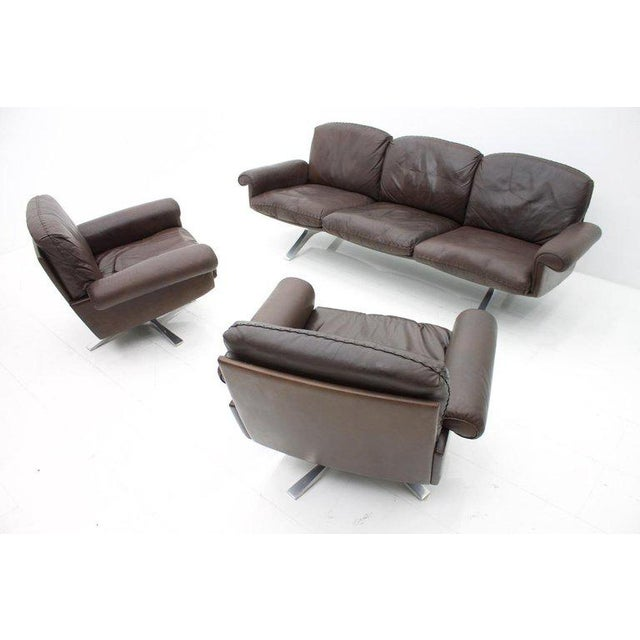Brown Pair of Swivel Leather Lounge Chairs Ds 31 by De Sede, 1970s For Sale - Image 8 of 9
