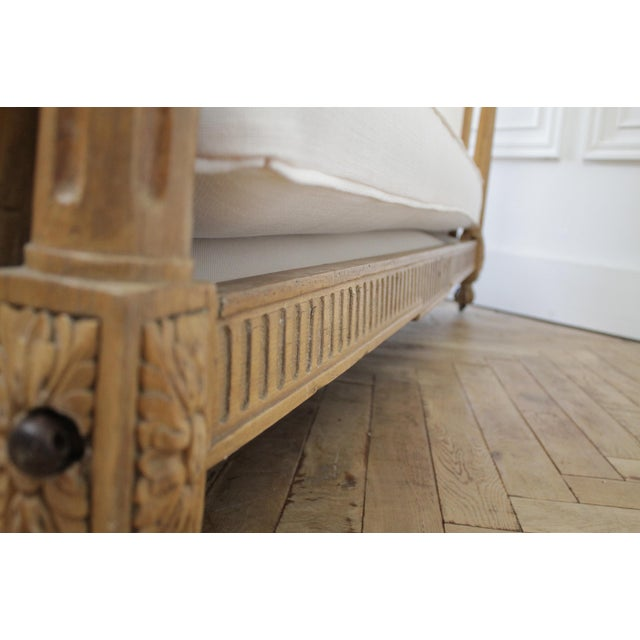 19th Century Carved Natural Walnut Daybed With White Upholstery For Sale - Image 9 of 13