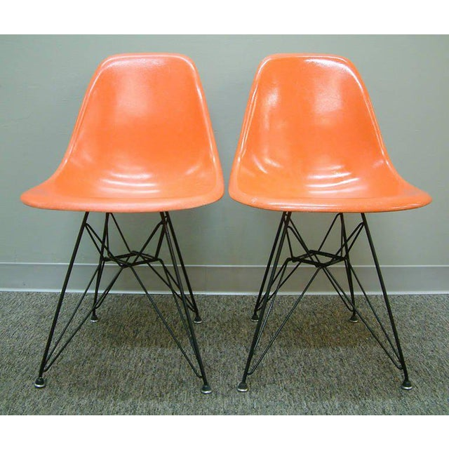"""Mid-Century Modern Charles and Ray Eames Orange Dsr Fiberglass """"Eiffel Tower"""" Side Chairs - a Pair For Sale - Image 3 of 8"""