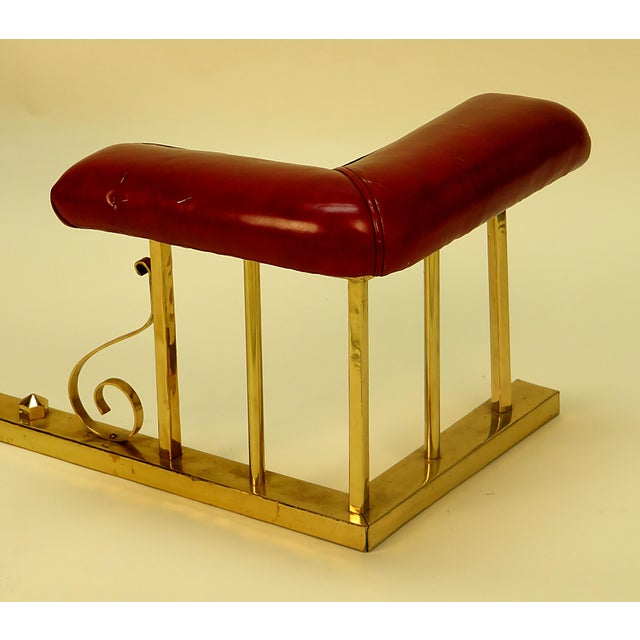 Early 20th Century Late Victorian English Leather and Brass Fireplace Fender For Sale - Image 5 of 5