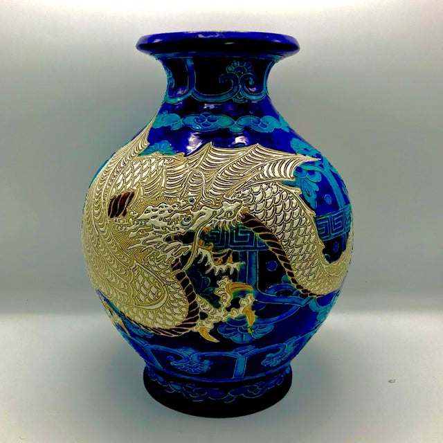 Early 19th Century 19th Century Chinese Qing Dynasty Dragon Themed Fahua Ware Vessel For Sale - Image 5 of 7