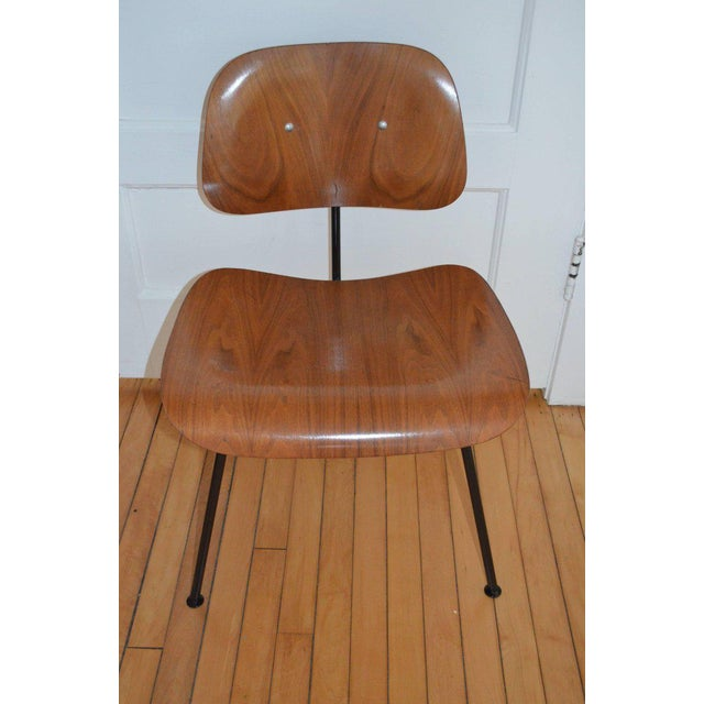 Mid-Century Modern Dozens of Herman Miller Eames 1950s Walnut Dining Room Chair With New Hm Frames For Sale - Image 3 of 11