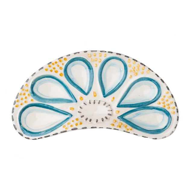 A whimsical oyster design is hand-painted on these fun plates - perfect for serving oysters at your seafood gathering....