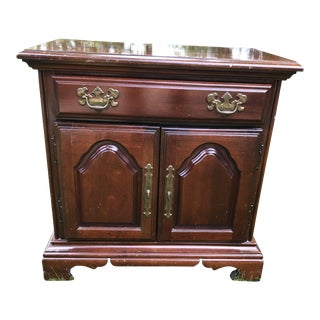 1980s Americana Style American Drew Mahogany Nightstand For Sale