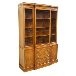 Late 20th Century Vintage Rway Mahogany Block Front Duncan Phyfe China Cabinet For Sale