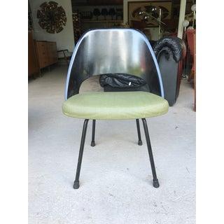 Eero Saarinen Knoll Bowetie Label Fiberglass Side Chair Preview
