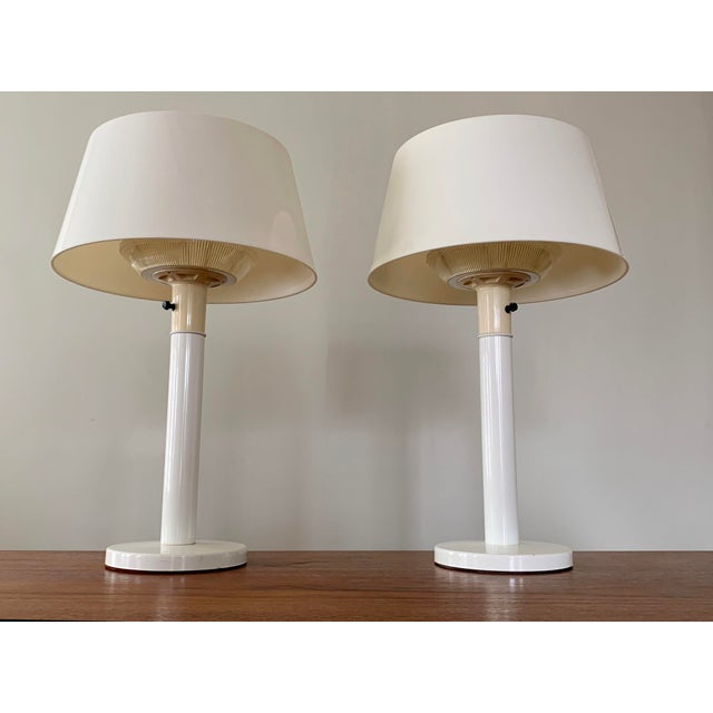 Contemporary 1960s Gerald Thurston Lightolier White Minimalist Enameled Steel & Plastic Table Lamps - a Pair For Sale - Image 3 of 12