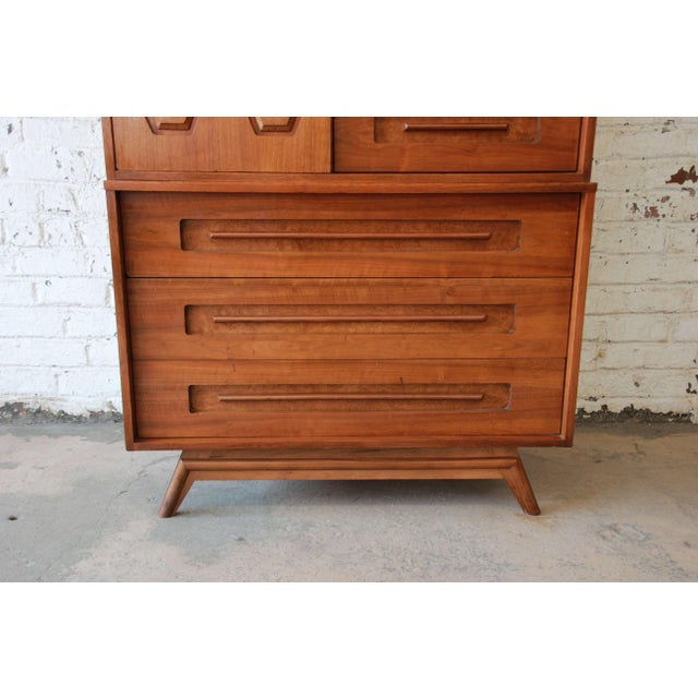 Young Manufacturing Mid-Century Modern 9-Drawer Gentleman's Chest For Sale - Image 9 of 10