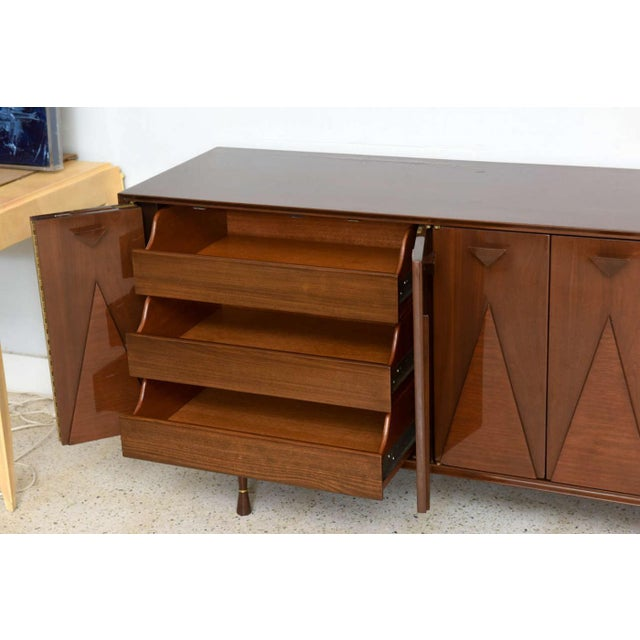 1950s Italian Modern Walnut Sideboard or Buffet or Credenza in the Style of Gio Ponti For Sale - Image 5 of 9