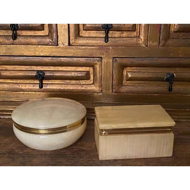 An art deco Italian alabaster box that is a wonderful display piece for any room. A very nice golden yellow amber color...