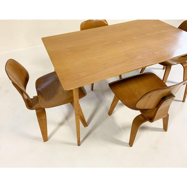 1950s Charles and Ray Eames for Herman Miller Dtw-3 Table & Dcw Dining Chairs - Set of 4 For Sale In Saint Louis - Image 6 of 9