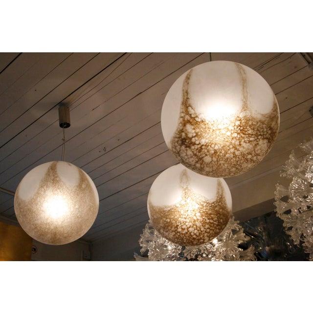 A set of 8 La Murrina Barbarico Globe suspending lights - Image 3 of 4