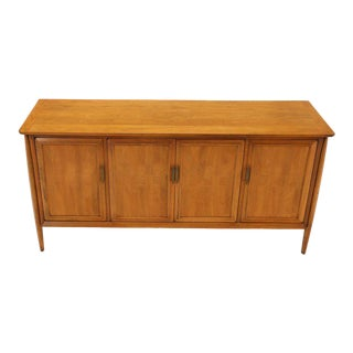 Mid-Century Modern Light American Walnut 4 Doors Credenza Dresser Cabinet For Sale