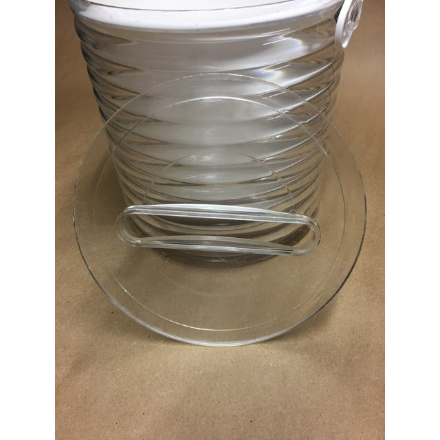 Late 20th Century 1980s Sally Designs Clear Lucite Ribbed Ice Bucket For Sale - Image 5 of 8