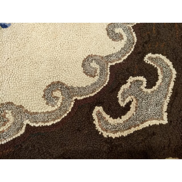 1910s Americana Black and Cream Wool Hooked Rug For Sale In Chicago - Image 6 of 7
