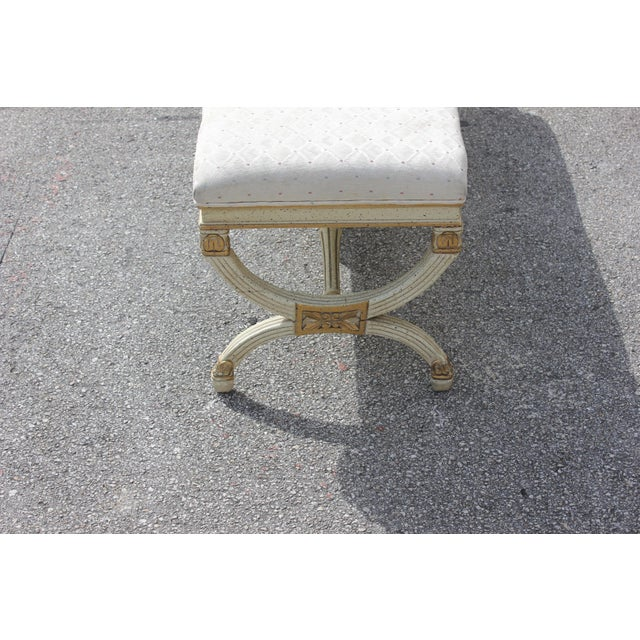 Gold 1900s Vintage Long French Louis XVI Barrel Legs Seating Bench For Sale - Image 8 of 13