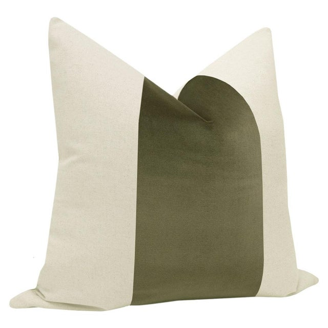 "Contemporary 22"" Bayleaf Velvet Panel & Linen Pillows - a Pair For Sale - Image 3 of 5"