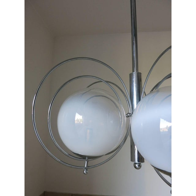 Mid 20th Century Italian Mid-Century White Murano Globes Chandelier by Reggiani For Sale - Image 5 of 9